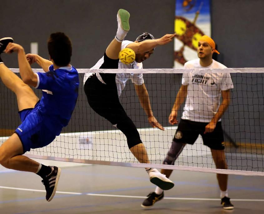 Arthur (Evry 1) vs Ruzaidi (Köln 1) am Netz.